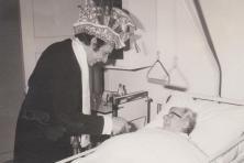 1973-Prins-Fonnie-dn-Urste-Ziekenbezoek-04